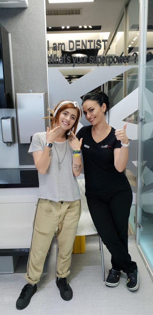 Bianca Adam, vloggerul Tequila, dupa sedinta de albire a dintilor.