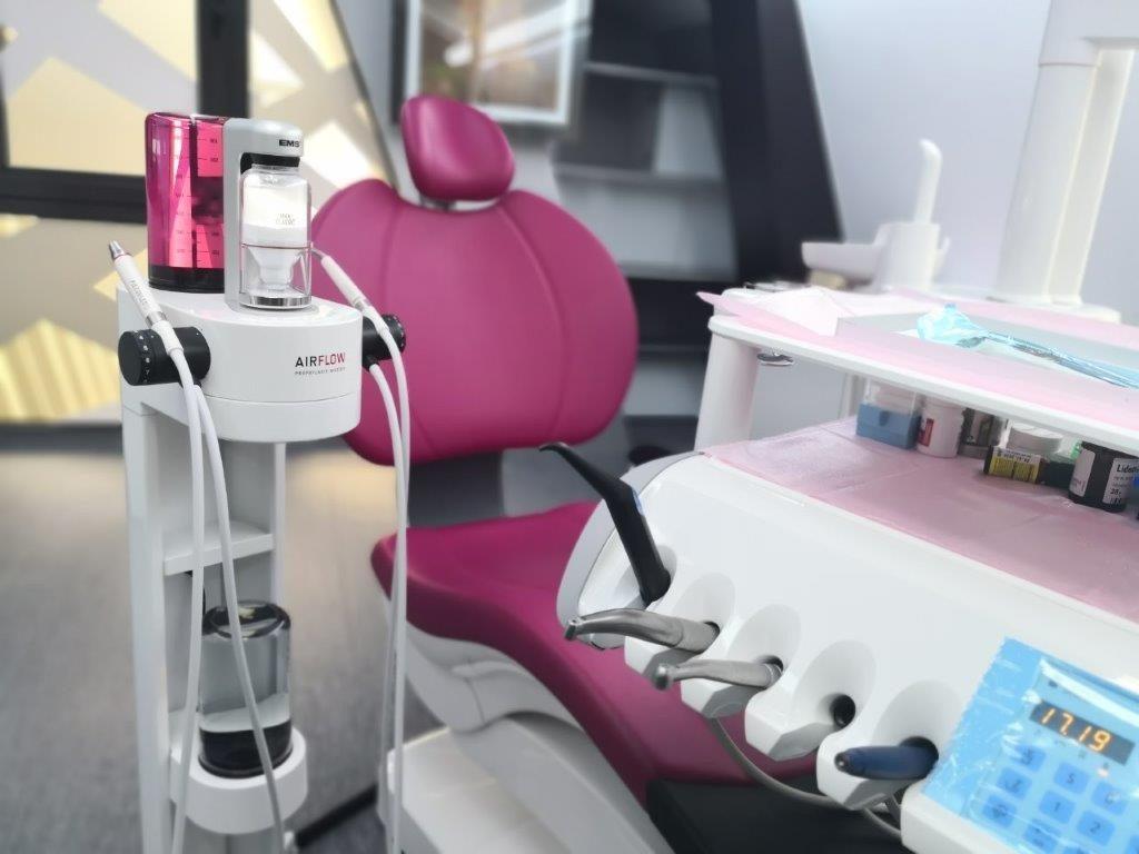 IMG 20190607 170942 1 Detartraj cu ultrasunete si airflow, solutia pentru un zambet perfect