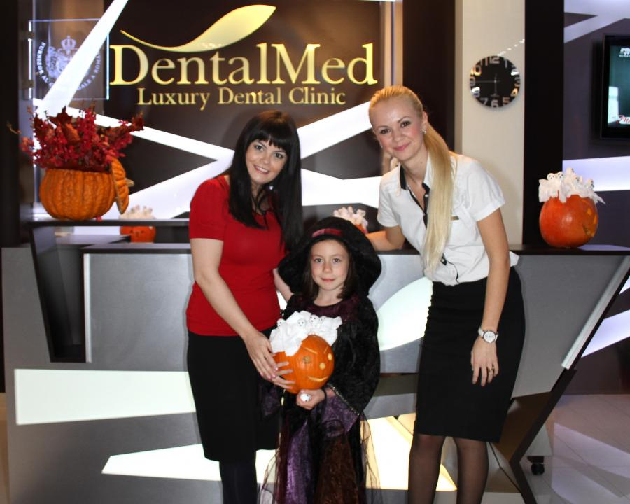 Three little witches - Holloween 2013 at DentalMed